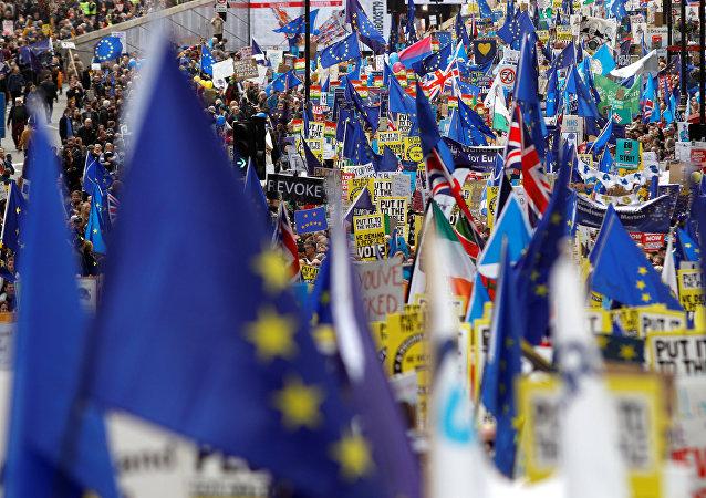 مسيرة حاشدة للمطالبة باستفتاء جديد على بريكست