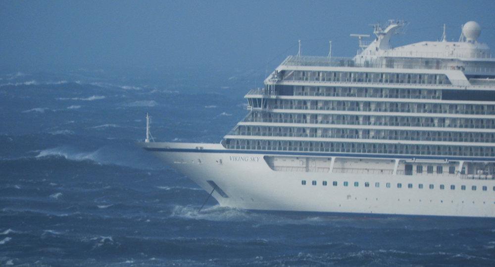 سفينة فايكنغ سكاي التي تعطلت قبالة النرويج