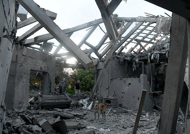 موقع سقوط الصاروخ على مستوطنة بالقرب من تل أبيب في جنوب إسرائيل