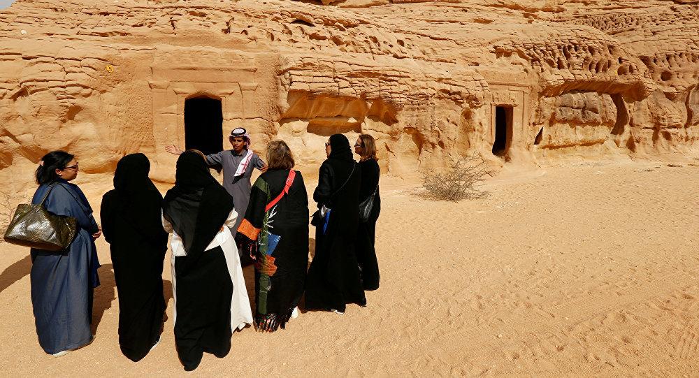 رجال ونساء في السعودية