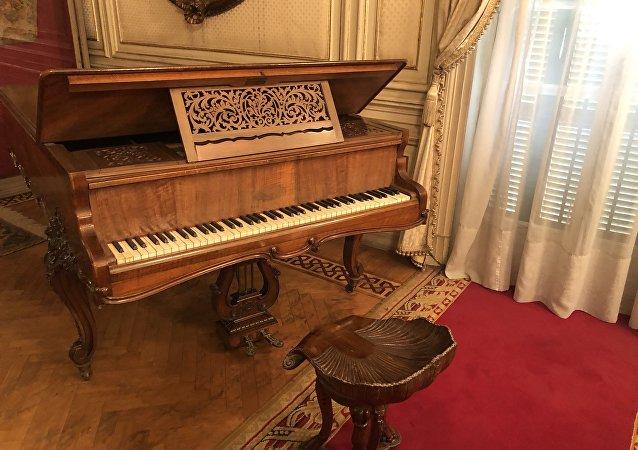 بيانو موجود في قصر عابدين بالقاهرة