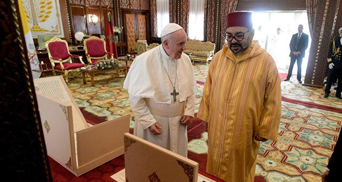 البابا فرانسيس يلتقي الملك محمد السادس في الرباط