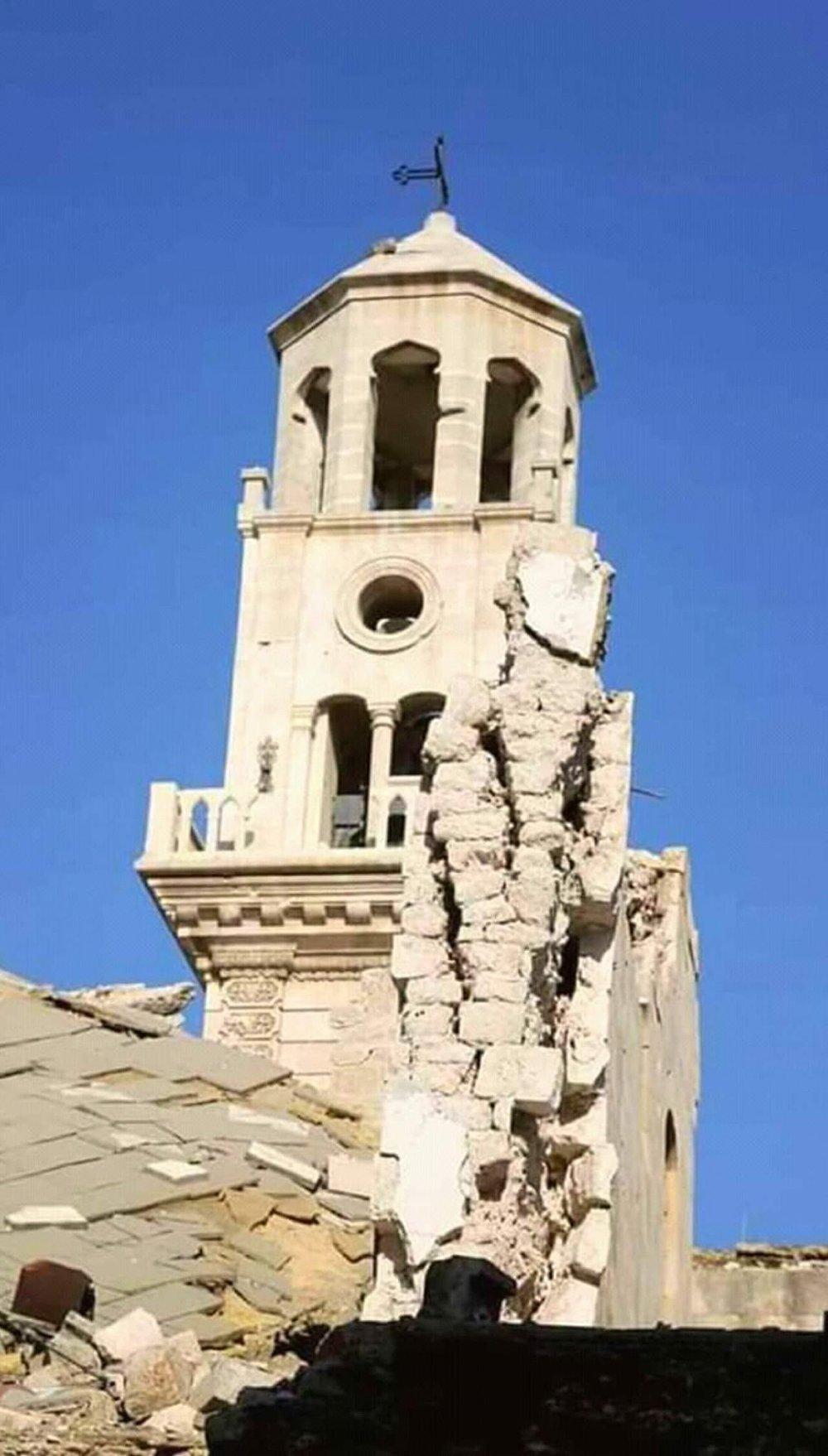 صورة توثّق جزءاً من الدمار الذي طال كتدرائية الأربعين شهيد بحلب