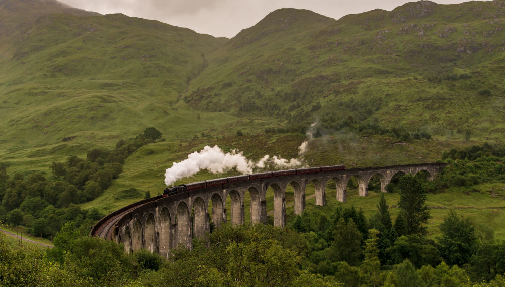 السكة الحديدية المقوسة غلينفينان في اسكتلندا