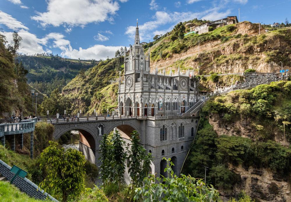 جسر بالقرب من كنيسة لاس-لاخاس في كولومبيا