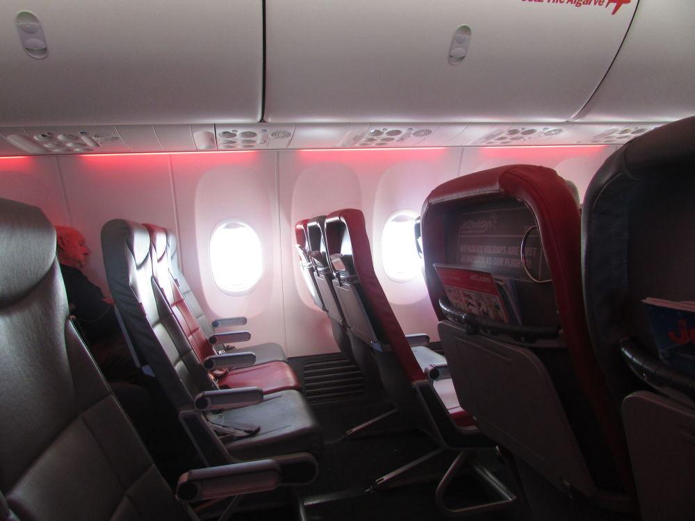 صالون طائرة بوينغ 737 لشركة الطيران Jet2