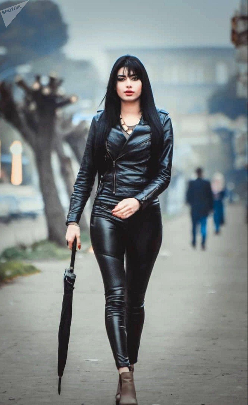 عارضة الأزياء السورية إنجي الصالح