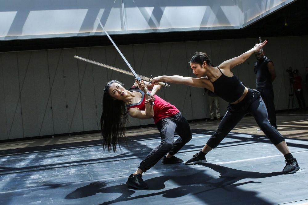 راقصون من Dragon Spring Phoniex Rise أثناء بروفة في مركز The Shed الثقافي في نيويورك، 3 أبريل/ نيسان 2019