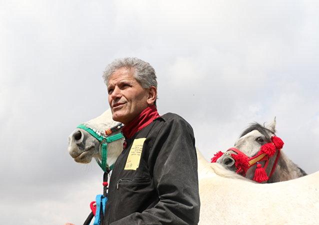 دمشق- موسكو على حصان...مغامرة جديدة للرحالة السوري الذي رمى لفرنسا وسامها
