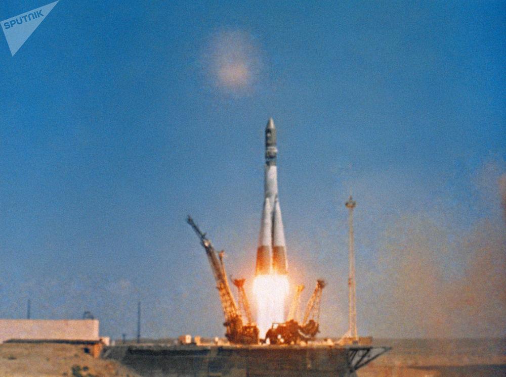 انطلاق المركبة الفضائية فوستوك-1