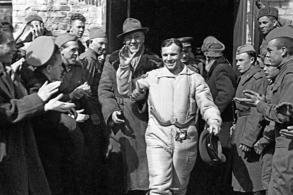 يوري غاغارين بعد عودته إلى الأرض، 12 أبريل/ نيسان 1961