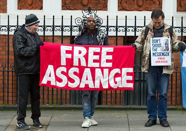 تظاهرات من أمام محكمة ويستمنستر في لندن، احتجاج على اعتقال مؤسس ويكيليكس جوليان أسانج، 11 أبريل/ نيسان 2019