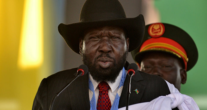 رئيس جنوب السودان سلفا كير يخاطب الحشود عند ضريح جون قرنق في جوبا