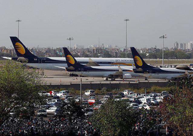 طائرات مدنية لشركة جيت إيرويز في مطار انديرا غاندي الدولي بالهند