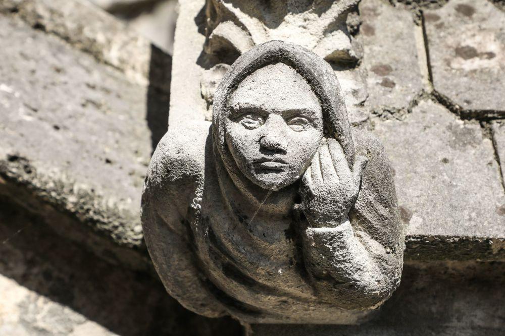 غرغول (حيوان أسطوري) على مبنى كاتدرائية نوتردام، 26 يونيو/ حزيران 2018