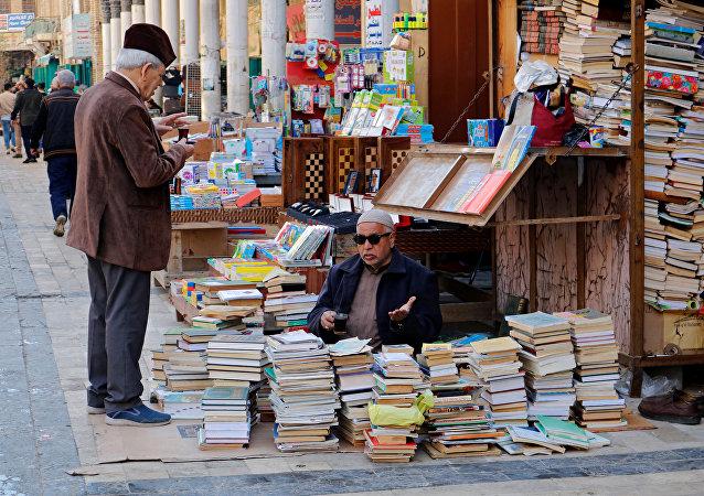 كتب في شارع المتنبي في عاصمة العراق بغداد