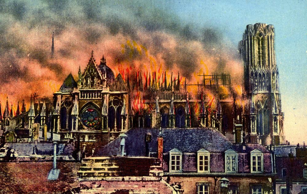 اشتعال حريق هائل في كاتدرائية ريمس خلال الحرب العالمية الأولى