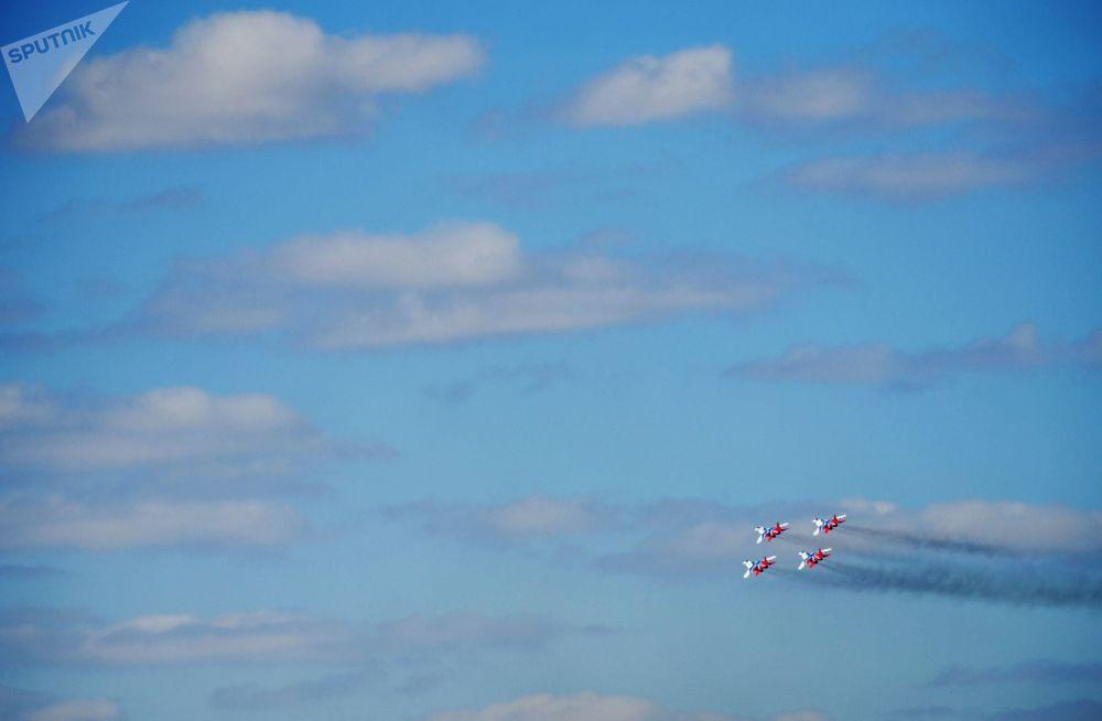 المقاتلات ميغ-29 إس إم تي متعددة المهام التابعة لفريق الاستعراض الجوي ستريجي في القاعدة الجوية كوبينكا بعد التدريبات الوحدة الجوية العسكرية الروسية في إطار التحضيرات للجزء الجوي من العرض العسكري بمناسبة عيد النصر على ألمانيا النازية في الحرب الوطنية العظمى (1941-1945)