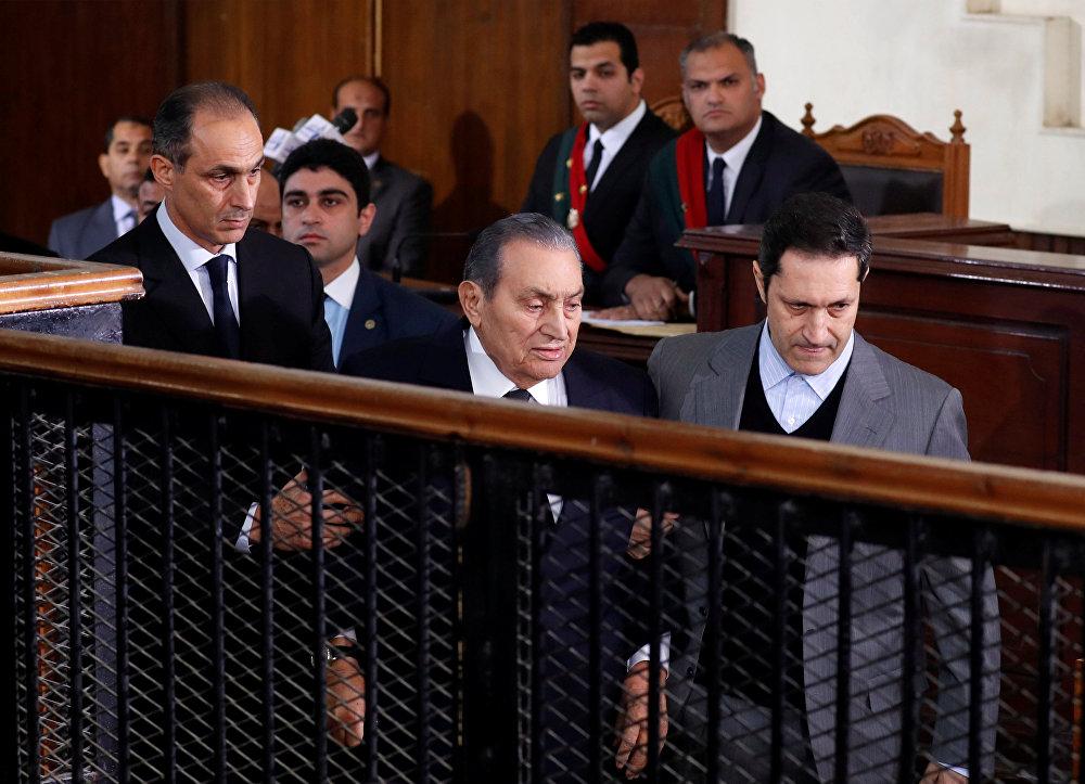 الرئيس المصري الأسبق محمد حسني مبارك خلال محاكمة اقتحام السجون