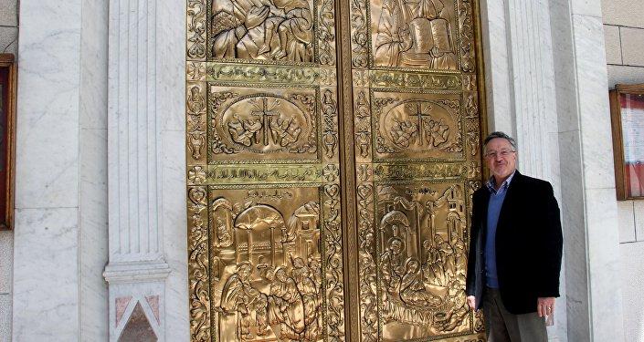 مايكل أنجلو سوريا يبدع الأيقونات البيزنطية على جدران الكنائس الدمشقية