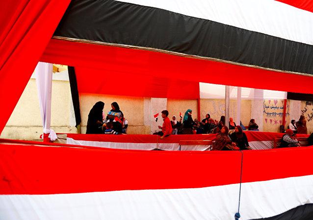 لجنة انتخابية أثناء الاستفتاء على الدستور في مصر