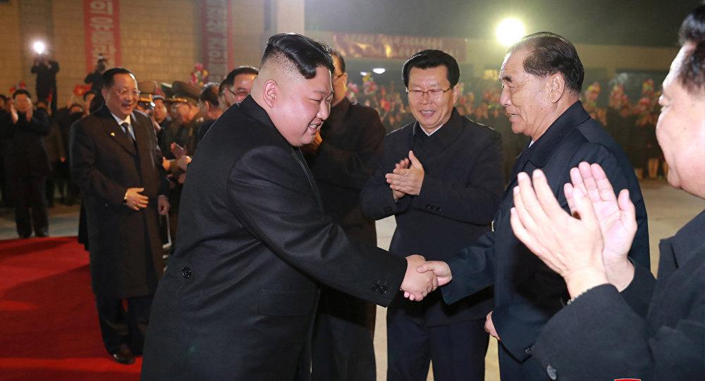 كيم جونغ أون قبل مغادرته للتوجه إلى روسيا