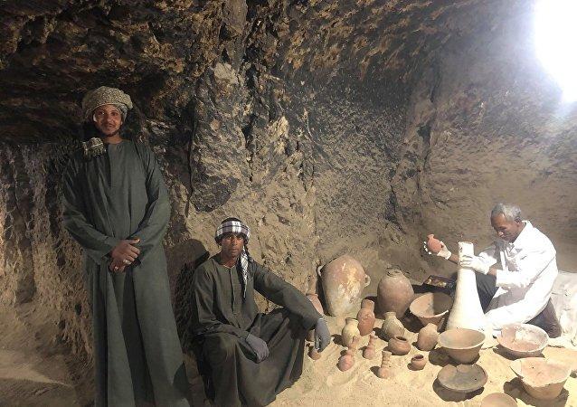 عمال الحفائر الأثرية في مصر.. أيادِ تعمل في الظل لإخراج كنوز مدفونة إلى النور