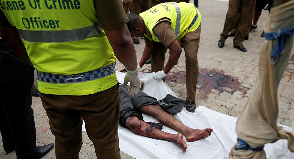 جثة في موقع معركة بالأسلحة النارية خلال الليل بين القوات وإرهابيين على الساحل الشرقي لسري لانكا في كالموناي