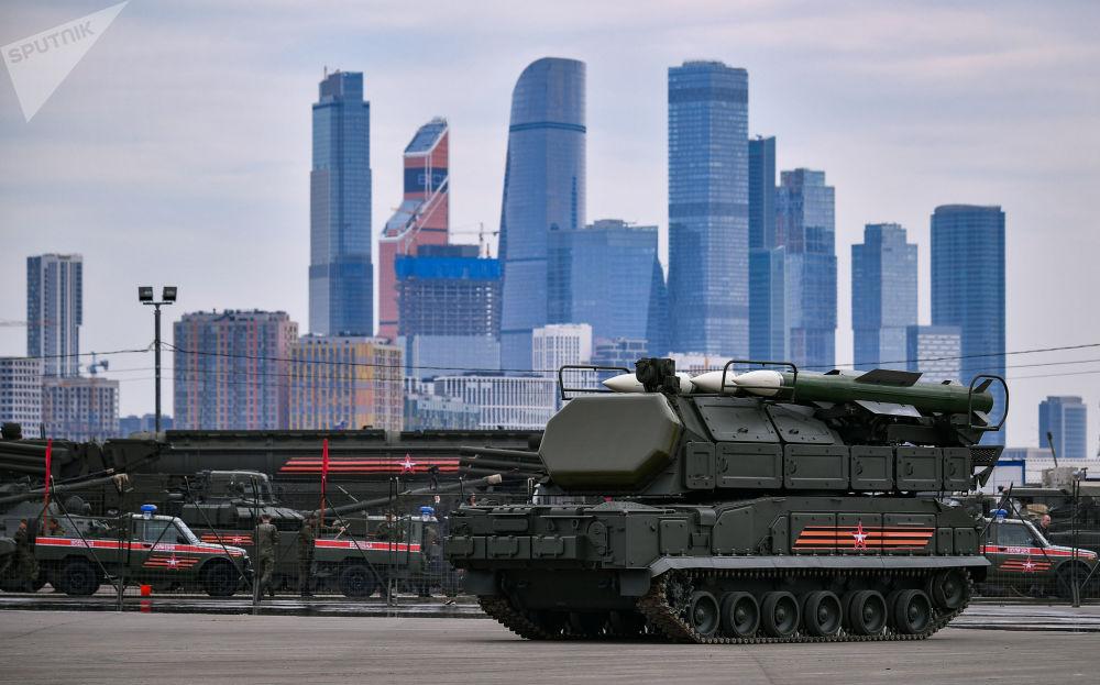 المعدات العسكرية، التي تم تسليمها إلى موسكو، من موقع التدريبات العسكرية ألابينو، للمشاركة في العرض العسطري بمناسبة عيد النصر في الساحة الحمراء في 9 مايو/ أيار