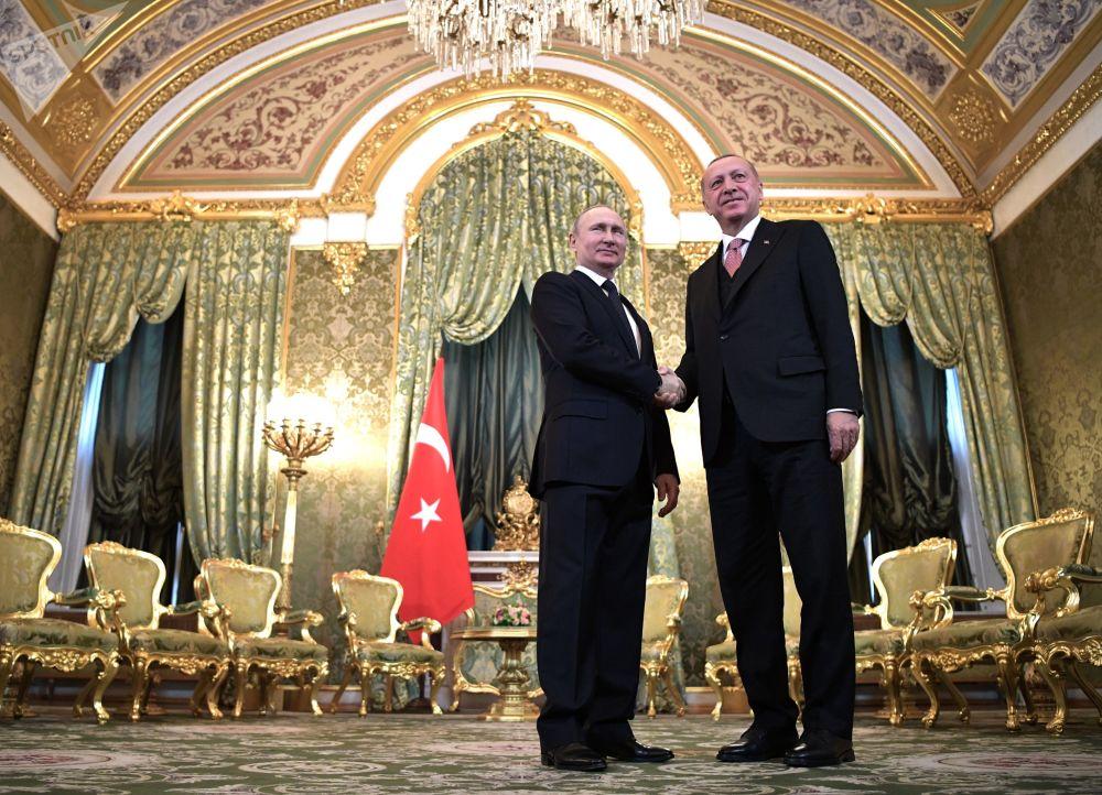 الرئيس الروسي فلاديمير بوتين والرئيس التركي رجب طيب أردوغان خلال الاجتماع في موسكو، 8 أبريل/ نيسان 2019