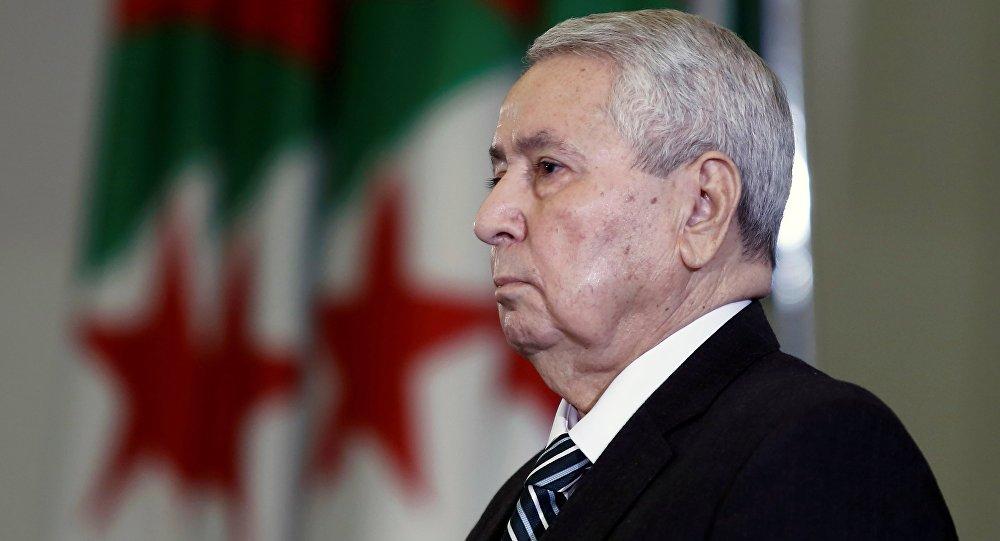 عبد القادر بن صالح بعد تعيينه رئيسا مؤقتا من قبل البرلمان الجزائري في الجزائر العاصمة