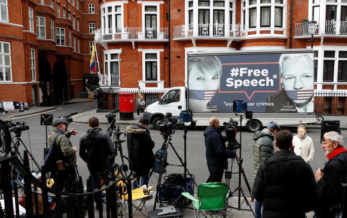 رئيس الإكوادور: أدلة على عمليات تجسس أسانج في سفارتنا