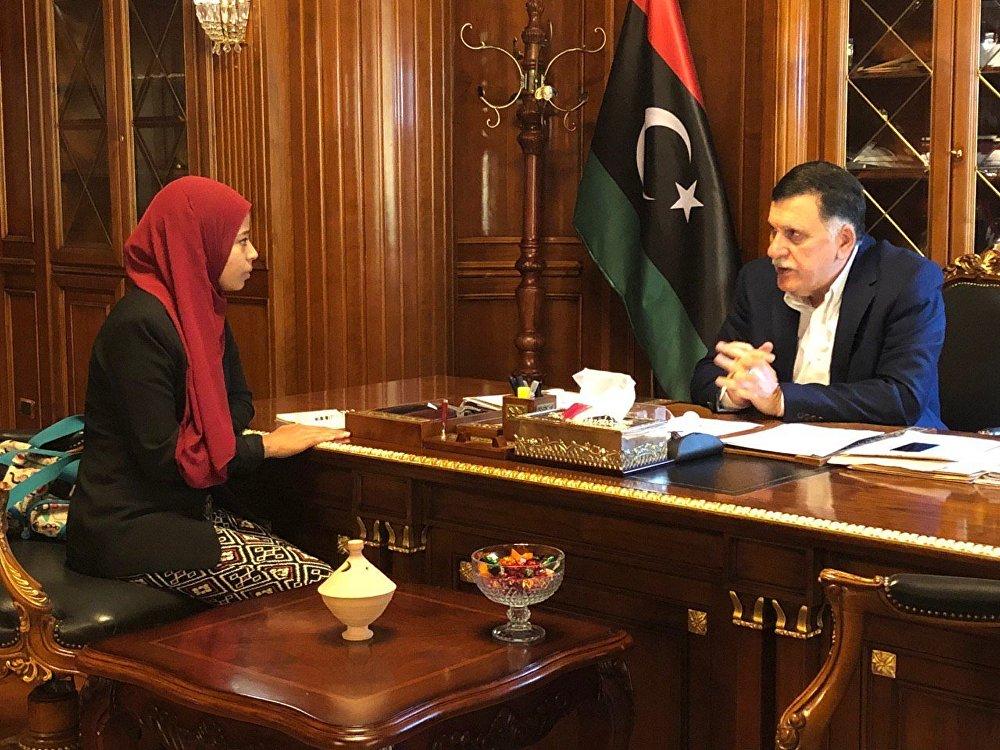 رئيس المجلس الرئاسي في حكومة الوفاق الوطني الليبية، فايز السراج مع محررة سبوتنيك
