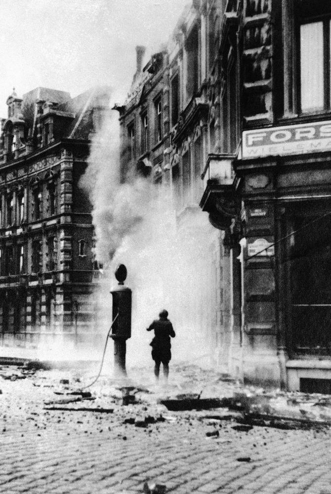 شارع في مدينة نامور (بلجيكا) بعد الضربات الجوية الألمانية، عام 1940