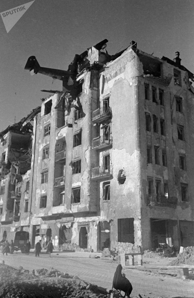 طائرة حربية  DFS-230 تحطمت أثناء محاولتها الهبوط في بودبست عام 1945