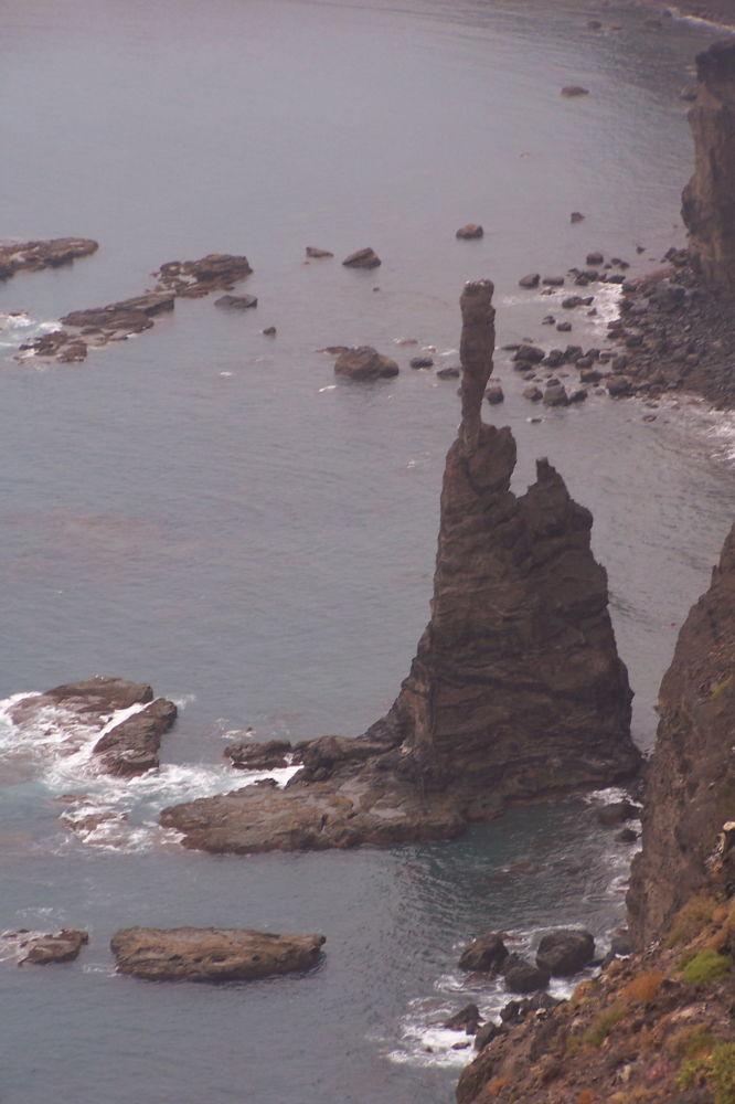 صخرة دي ديدو دي ديوس في إسبانيا قبل العاصفة