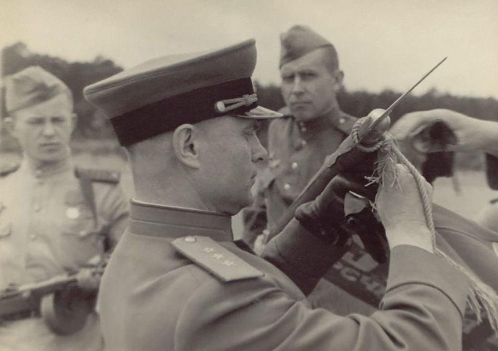 عرض عسكري بمناسبة عيد النصر. شتراوسبرغ، ألمانيا. 10 مايو/ أيار 1945