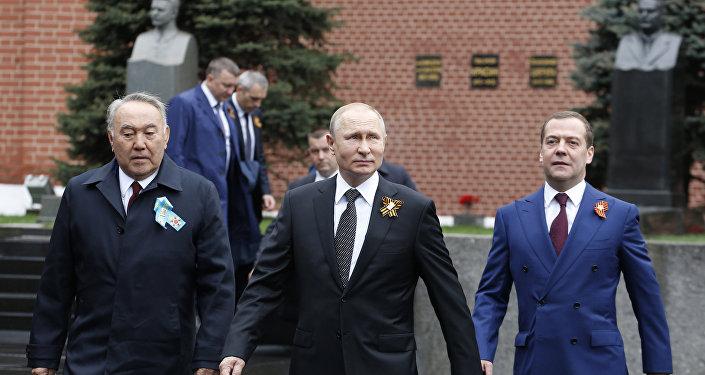 بوتين يصل إلى الساحة الحمراء للمشاركة بعيد النصر