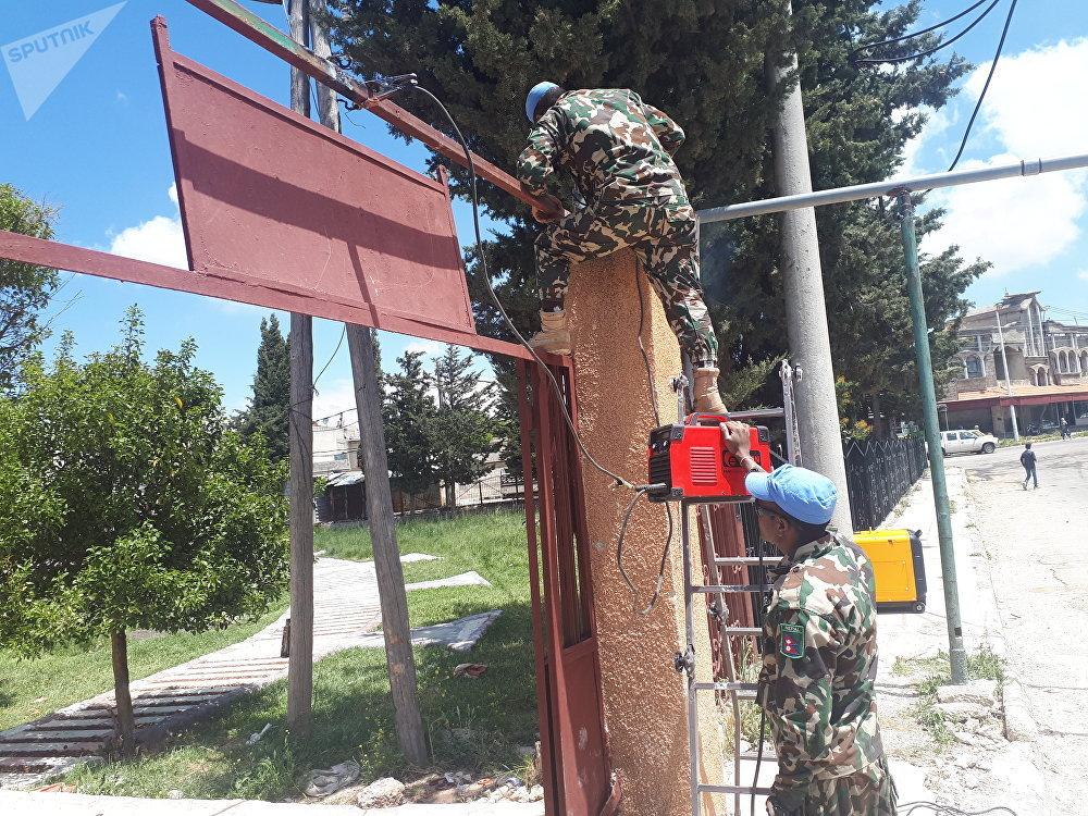 جنود (أندوف) يعيدون ترميم ملاعب الأطفال في بلدات المنطقة العازلة بالجولان