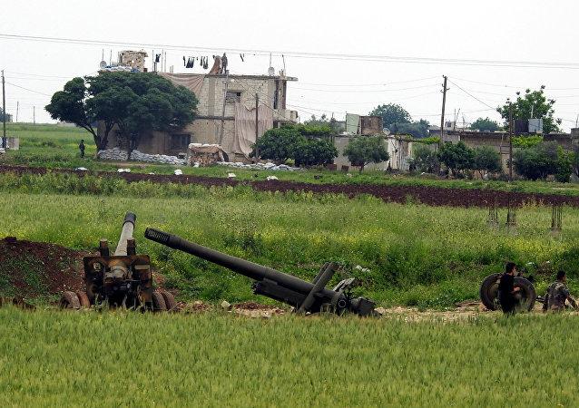 رصد لحظة تدمير أحد مقرات تنظيم أنصار التوحيد بريف حماة