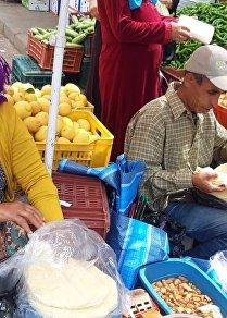 شهر رمضان في تونس: امرأة تبيع الملسوقة