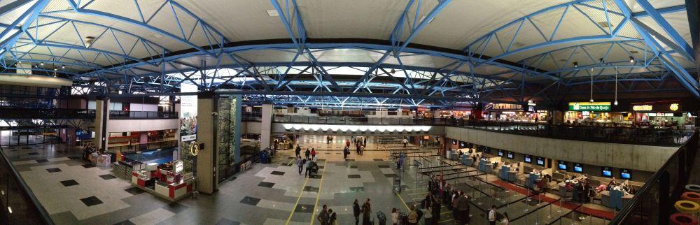 مطار أفونسو بينا الدولي في البرازيل