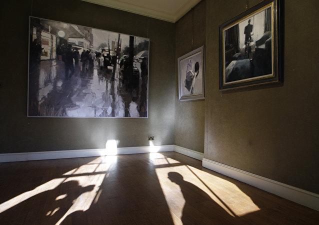 معرض فني للتصوير بالتعاون مع جهاز الاستخبارات البريطانية MI6 كشفت خلاله عن عمليات سرية