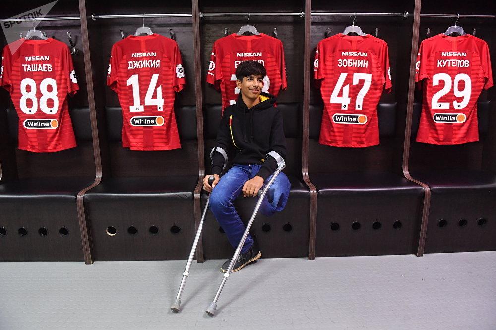الفتى العراقي قاسم الكاظمي يزور ملعب سبارتاك أرينا في موسكو، 14 مايو/ أيار 2019
