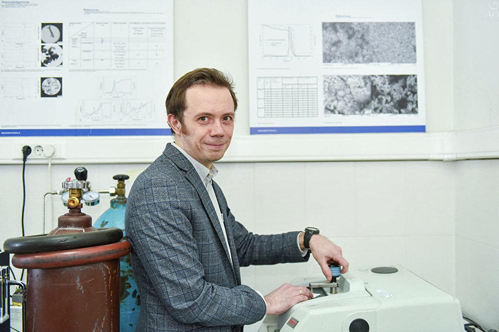 دميتري موراتوف، كبير الباحثين، قسم النظم النانوية الوظيفية والمواد ذات درجة الحرارة العالية في الجامعة الوطنية الروسية للأبحاث التكنولوجية مسيس