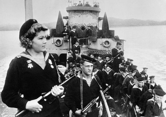 البحارة-قوات الإنزال المحيط الهادئ في الطريق إلى ميناء آرثر، 1945