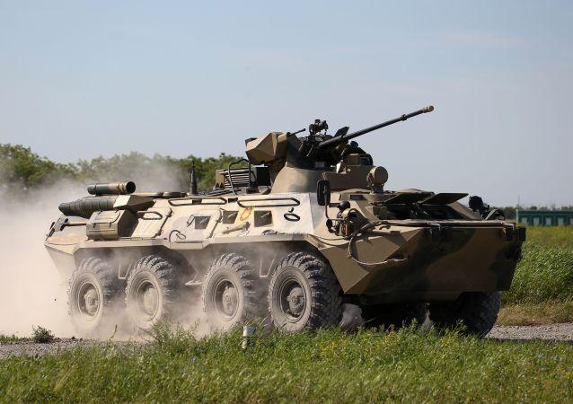 مسابقة تشيستويه نيبو (السماء النظيفة) للجيش في ميدان ييسك التابع لمركز التدريب للدفاع العسكري المضاد للطائرات - حاملة جنود مدرعة بي تي إر-82