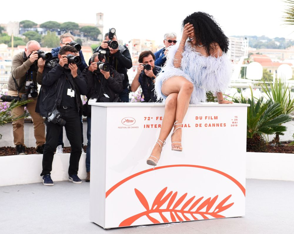 الممثلة لين بلوم خلال جلسة تصوير لفيلم دانيال ليسوفيتس بورت أتوريتي (Port Authority) في مهرجان كان السينمائي الدولي الثاني والسبعين