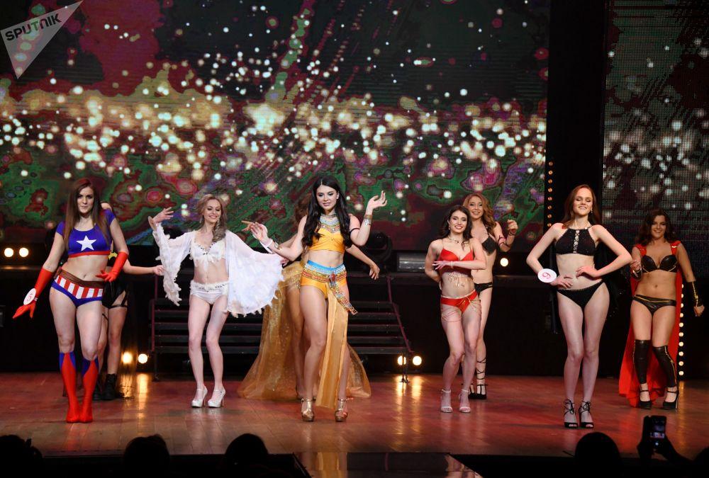 المشاركات في مسابقة ملكة جمال تشيتا 2019، خلال فقرة الرقص، في مدينة تشيتا الروسية