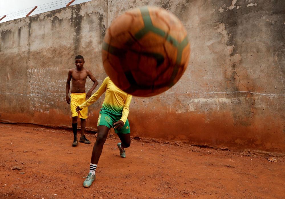 غايل دولي أشيري، 17 سنة، فتاة تم تدريبها كمدربة لكرة القدم في الكاميرون ، 3 مايو/ أيار 2019